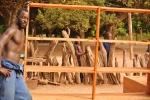 Casamance : Fabrication d'étagères de bibliothèque
