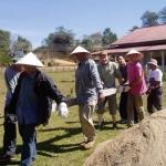 Villageois laotiens et bénévoles du COBIAC