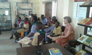 Accueil d'une classe-_bibliothèque de Kaloum, Guinée