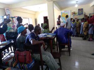 Accueil d'une classe- bibliothèque de Kaloum_Guinée