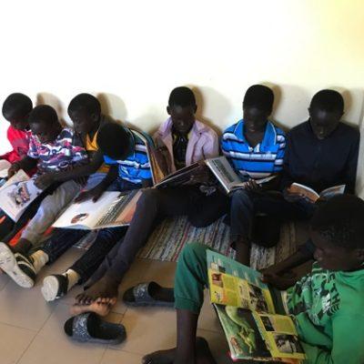 Sénégal - CASE Bandjikaky_découverte_de_la_bibliothèque