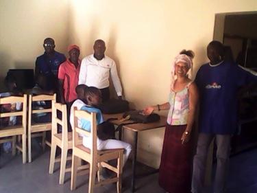Sénégal - CASE Bandjikaky_la_formatrice_avec_des enseignants et des élèves