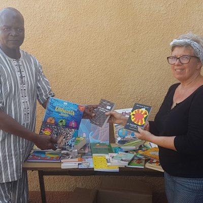 Remise des ouvrages au député-Maire de Bama_Burkina Faso-2019