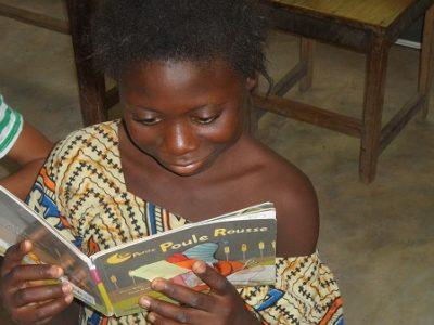 Sénégal_jeune_lectrice